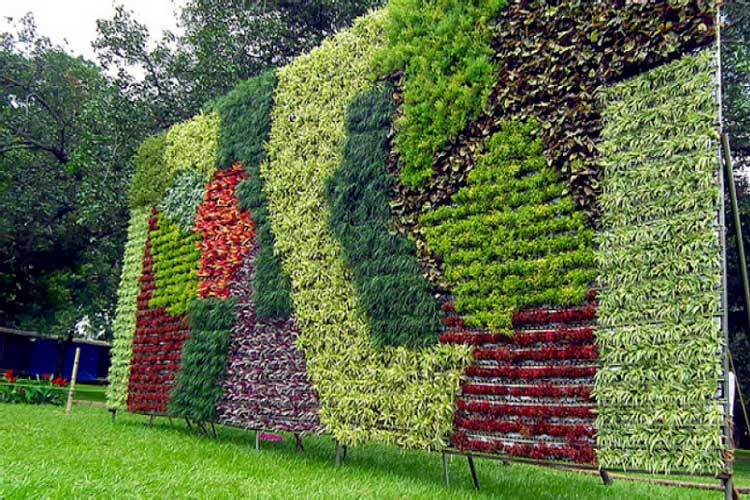 Muros verdes artificiales para exterior e interior for Jardines verticales con madera